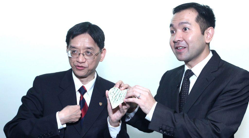 陳志輝教授(左)與凌浩雲