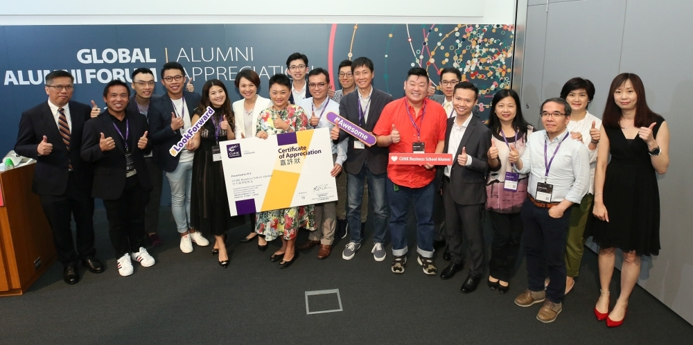During the award presentation, alumni awardees from various BBA programmes happily take a group photo with Dean Prof. Kalok Chan (far left); Ms. Gentiana Cheung (6th from left), Director of BBA in Hospitality and Real Estate Programme; Prof. Andy Wong (6th from right), Associate Dean of Undergraduate Studies; Ms. Florence Lai (4th from right), Administrative Director of Alumni and Corporate Affairs Office; and Ms. Elaine Tam (2nd from right), Administrative Director of Undergraduate Office.